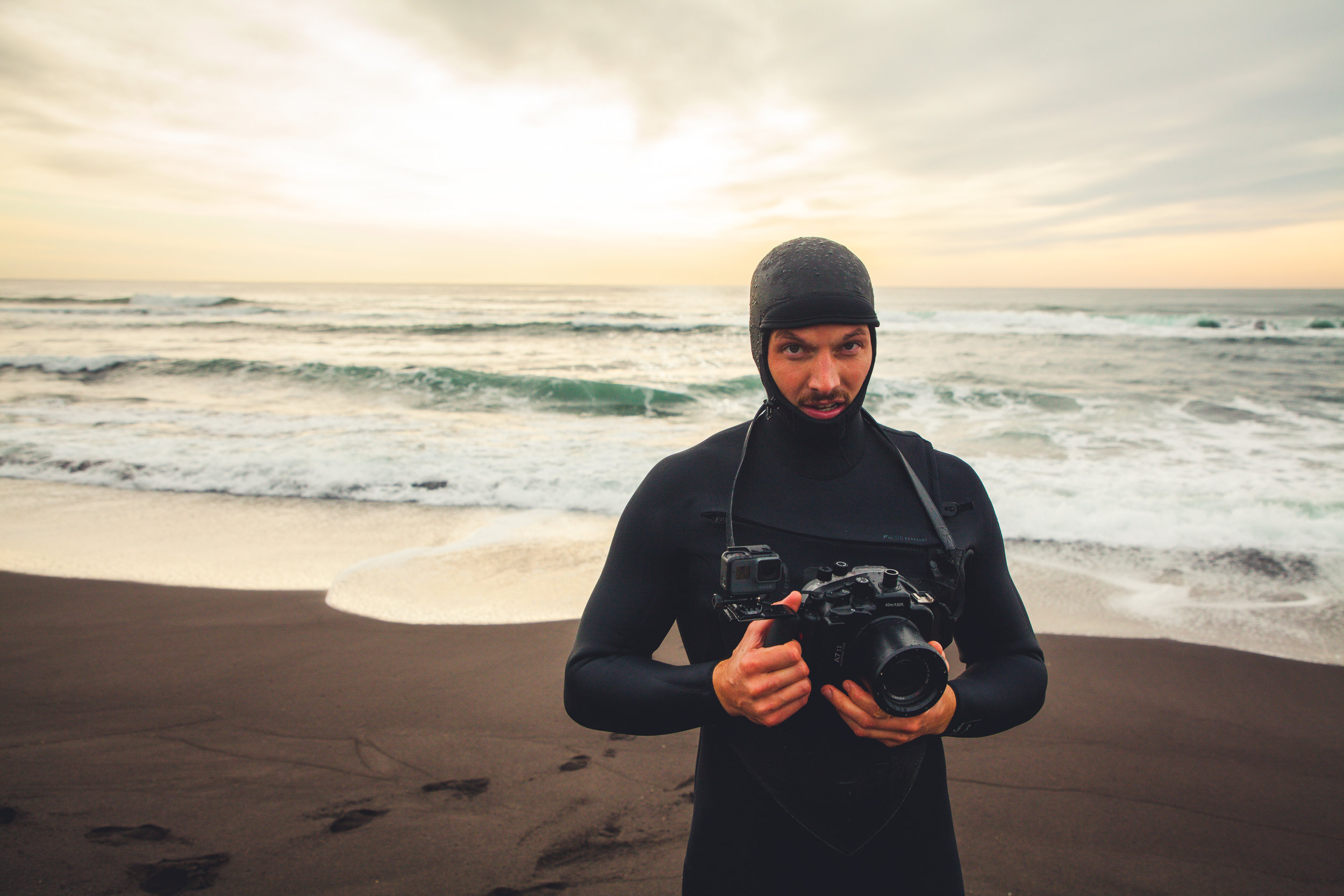 """director & Founder Johannes müller - shooting """"Waves For Breakfast"""" in the Pacific Ocean"""