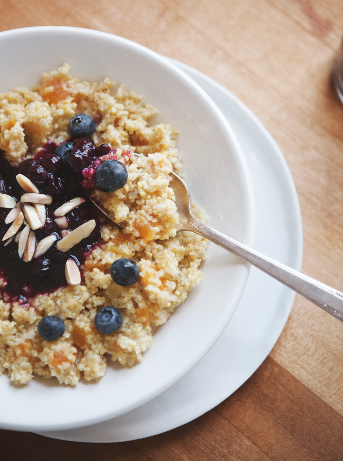 Honey-Apricot-Millet-with-Blueberry-Compote-and-Toasted-Almonds_0104.jpg