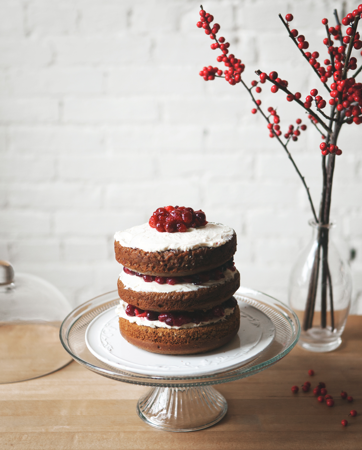 Gingerbread-Cake-with-Cranberry-Cream_01.jpg