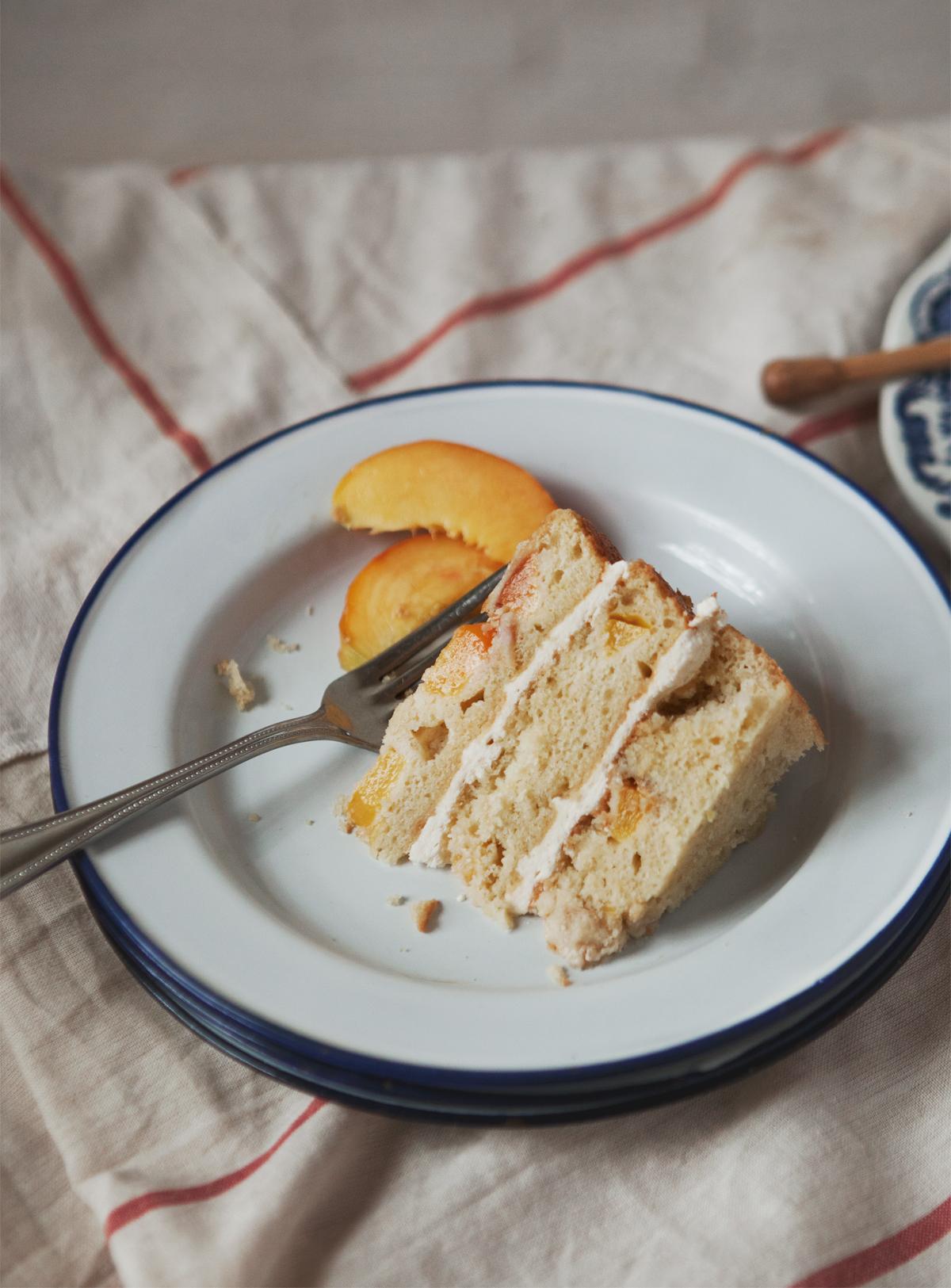 vanilla-peach-cake-with-honey-buttercream-frosting_02.jpg