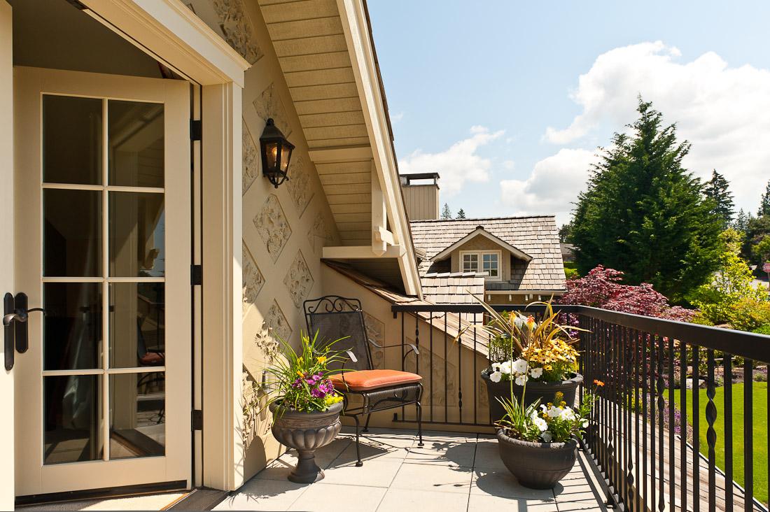 yarrow-point-remodel-bedroom-deck-seattle-paul-moon-design-architecture.jpg