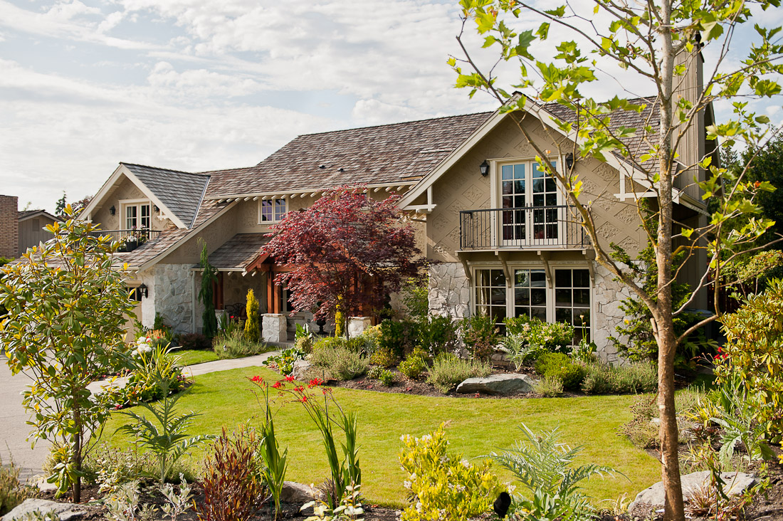 yarrow-point-remodel-front-exterior-seattle-paul-moon-design-architecture.jpg