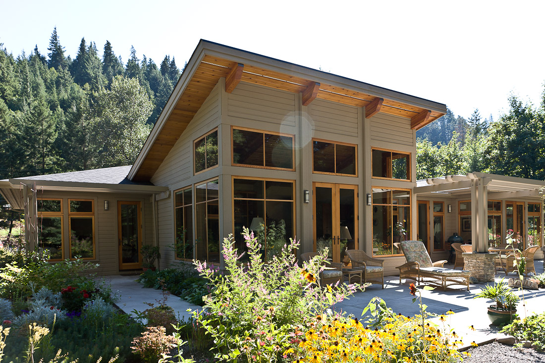 west-fir-contemporary-remodel-exterior-back-paul-moon-design-architecture.jpg