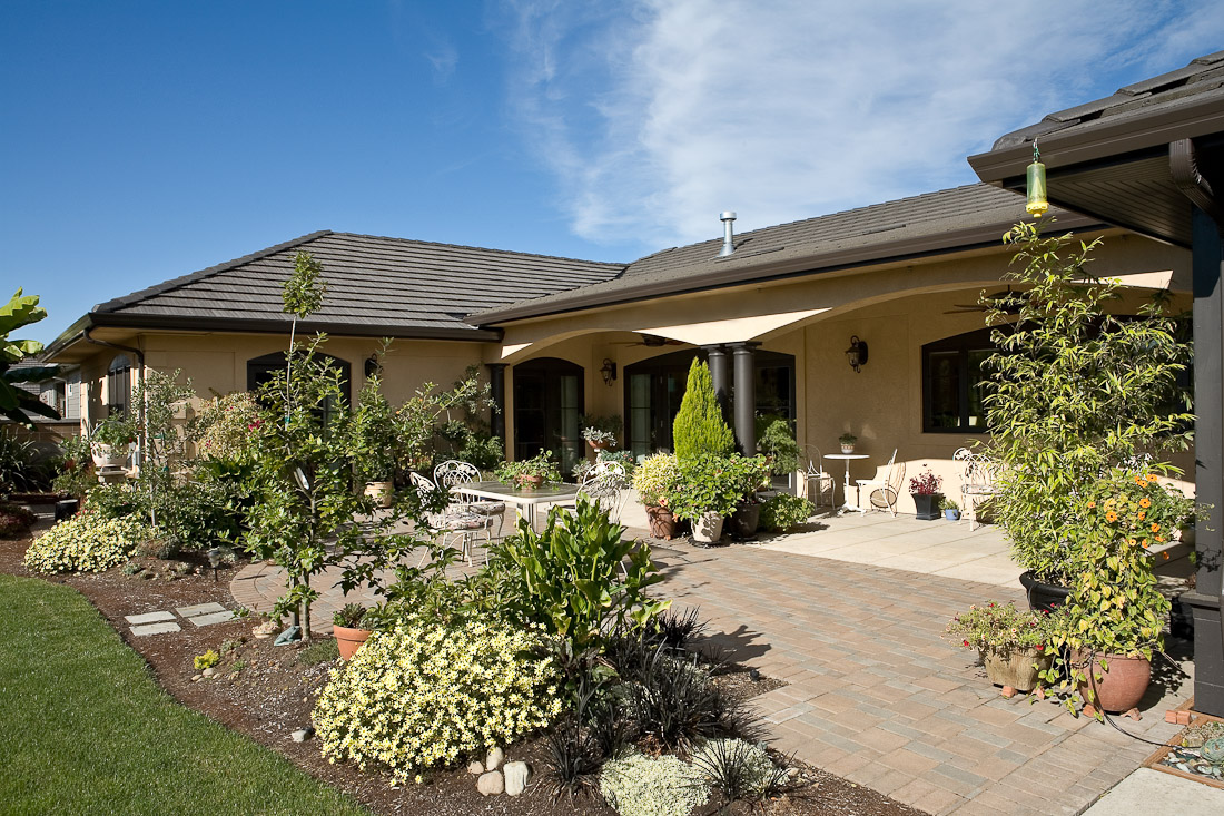 creswell-oregon-european-stucco-exterior-back-paul-moon-design-architecture-2.jpg