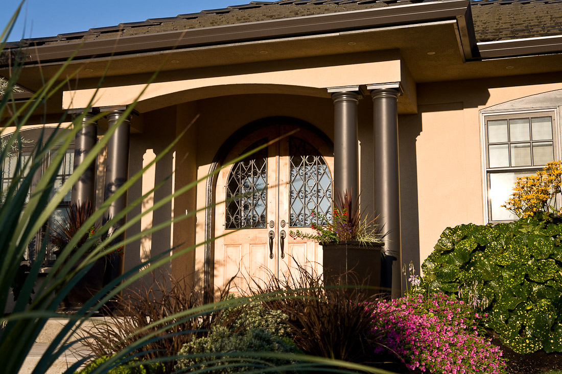 creswell-oregon-european-stucco-exterior-front-paul-moon-design-architecture.jpg