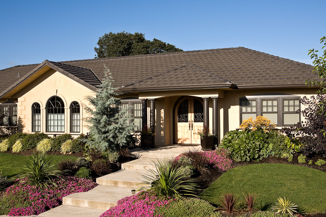 creswell-oregon-european-stucco-exterior-front-paul-moon-design-architecture-2.jpg
