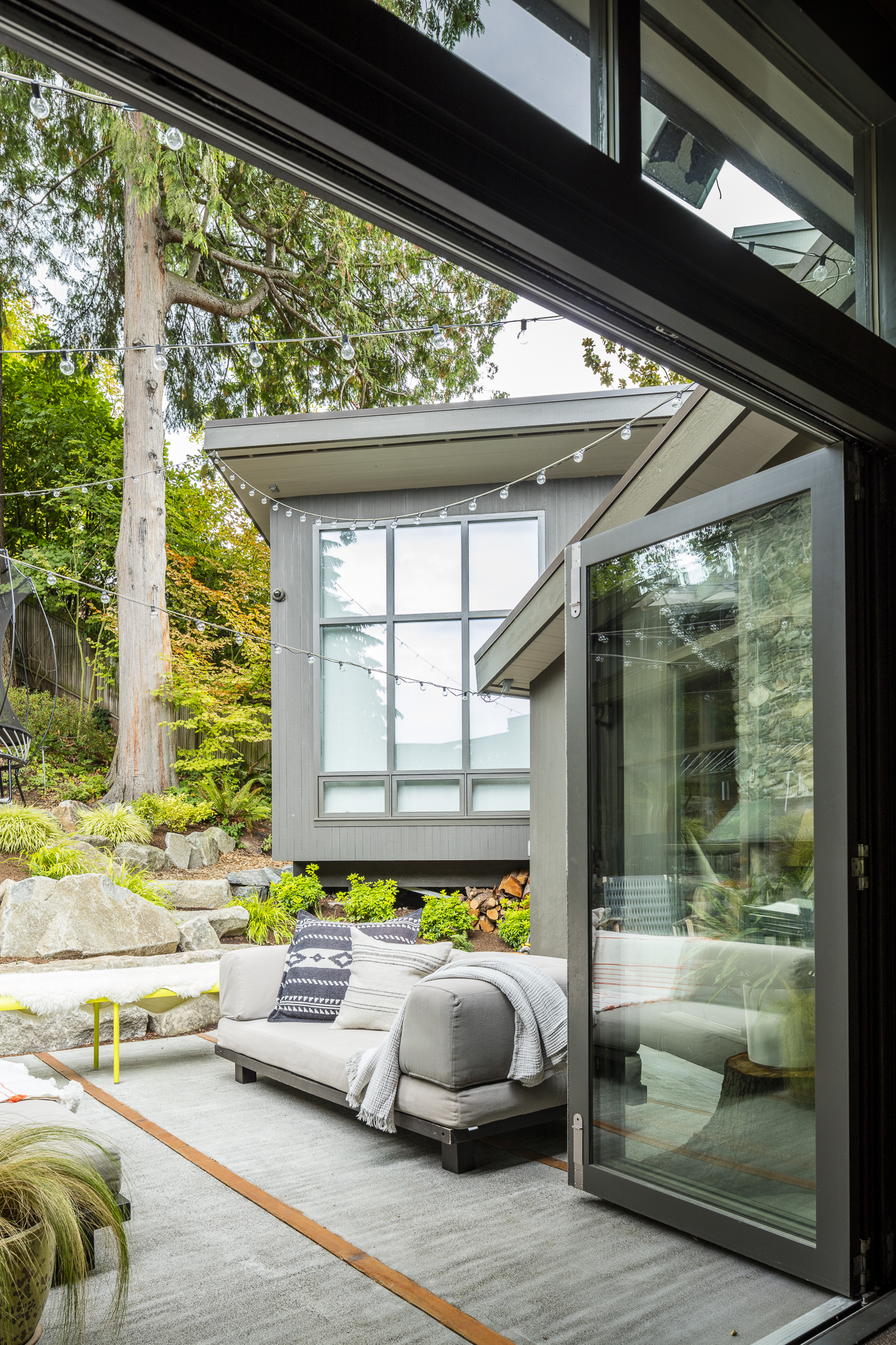 paul-moon-design-windermere-contemporary-back-patio.jpg