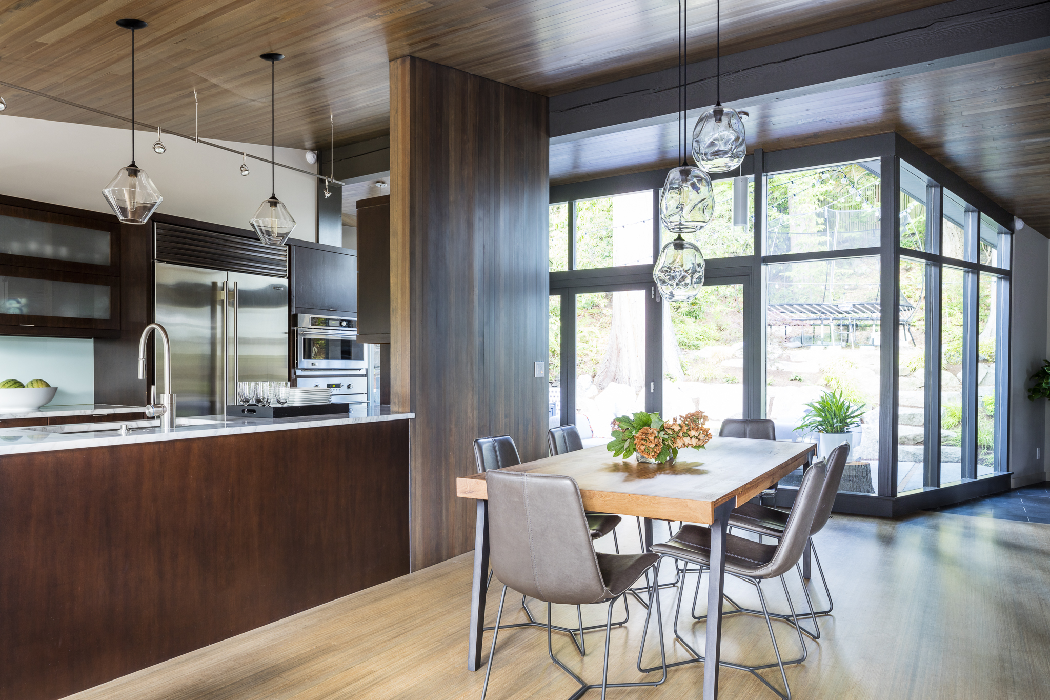 paul-moon-design-windermere-contemporary-dining-kitchen.jpg