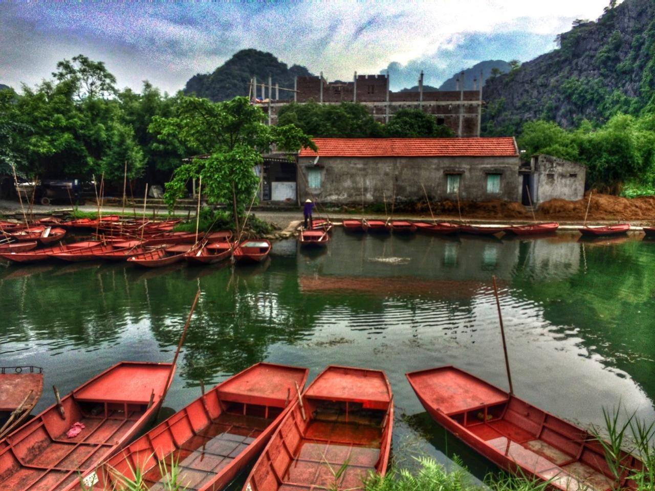 Hoa Lu, Vietnam.    -A