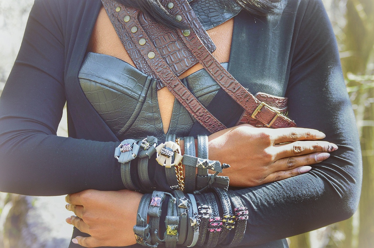 Black & Gold Fashions- (3) JEWELRY UP- CLOSE .jpg