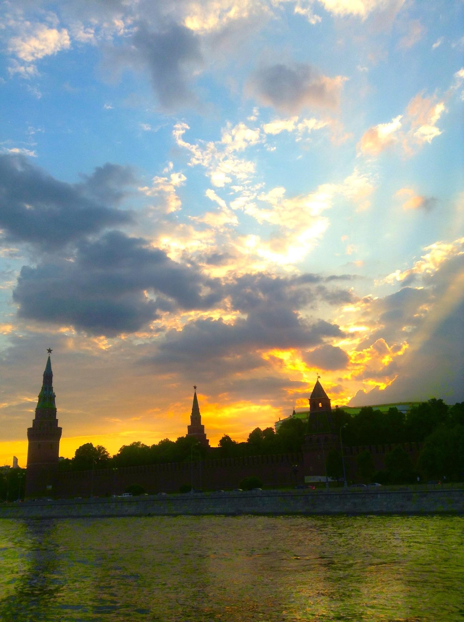 The Kremlin at sunset (mobile).