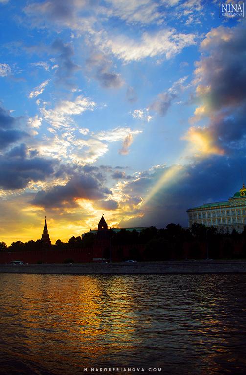 kremlin sunset 770 px with url.jpg