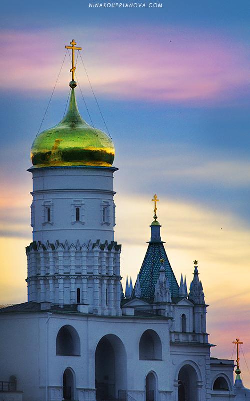 golden domes at night 800 px url.jpg