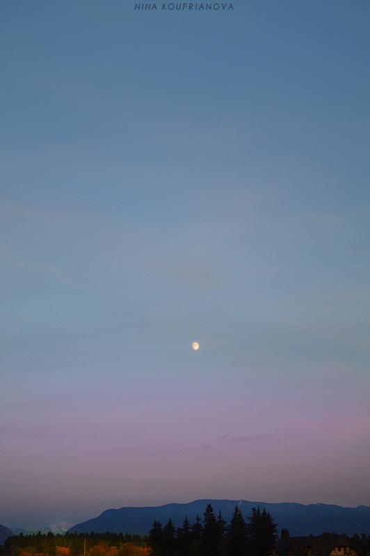 moon over mountains oct 15 800 px url.jpg