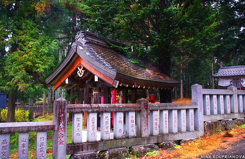 jigokudani shrine 800 px url.jpg