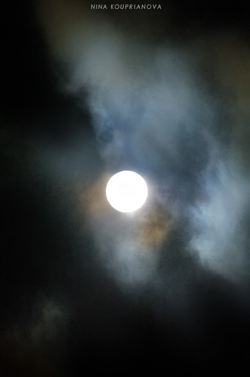 london moon 6 750 px url.jpg
