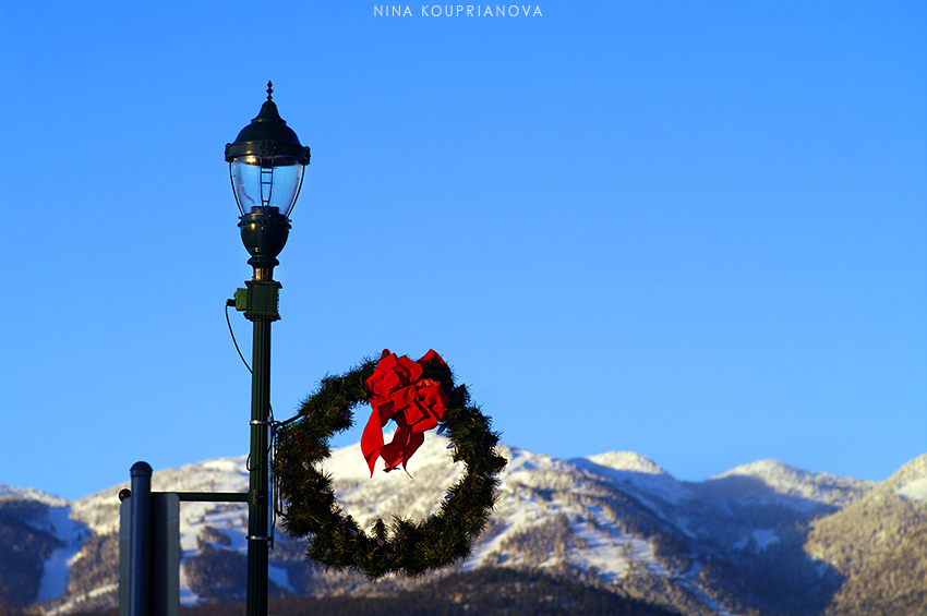 wreath and mountains 850 px url.jpg