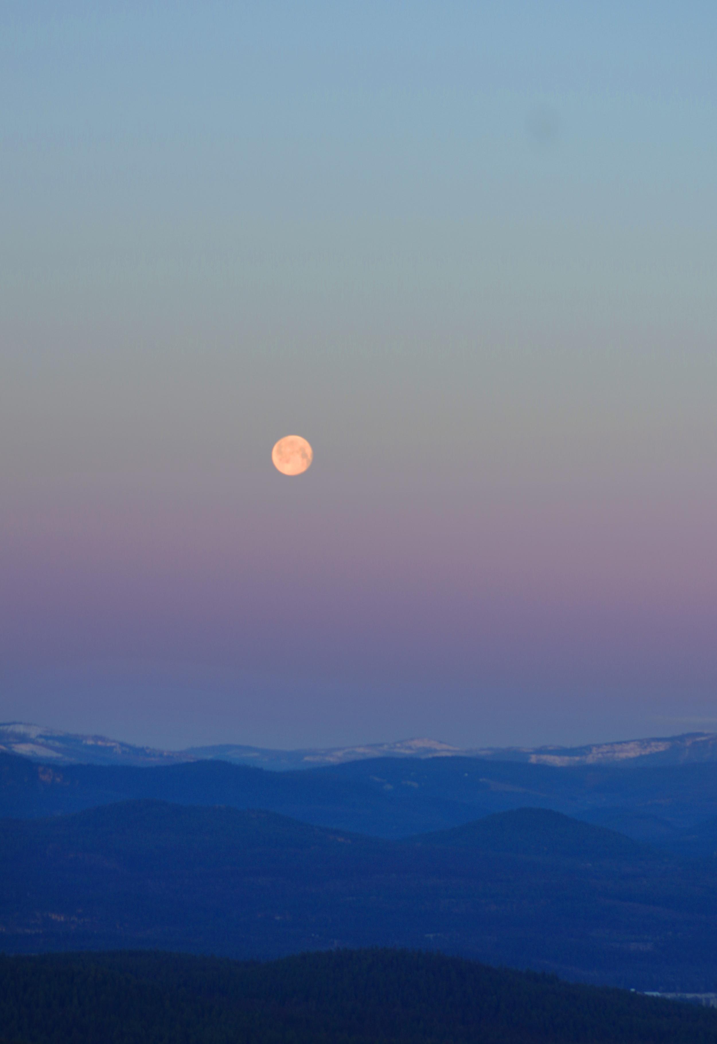 moonset april 1.jpg