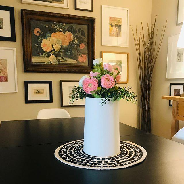New summer vase and faux flowers from #mystructubestyle LOVEEE IT😍 . . . #homedecor #homestyle #homedesign #homesweethome #homelove #homefabulous #homedecoration #housegoals #interiors #interiordesign #interiordecor #interiorwow #interior123 #designsponge #decorinspo #decorcrushing #theeverygirlathome #apartmenttherapy #apartmentdecor #SOdomino #interior2you #passion4interior #interiormilk #mydomaine #myhomevibe #anthropolgie #cornerofmyhome #blackandwhitedecor