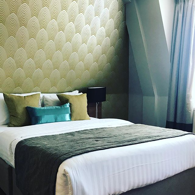 Our Swanky hotel room in London, England. Very well decorated for relaxing snooze 😴 #London #hotelroomdecor