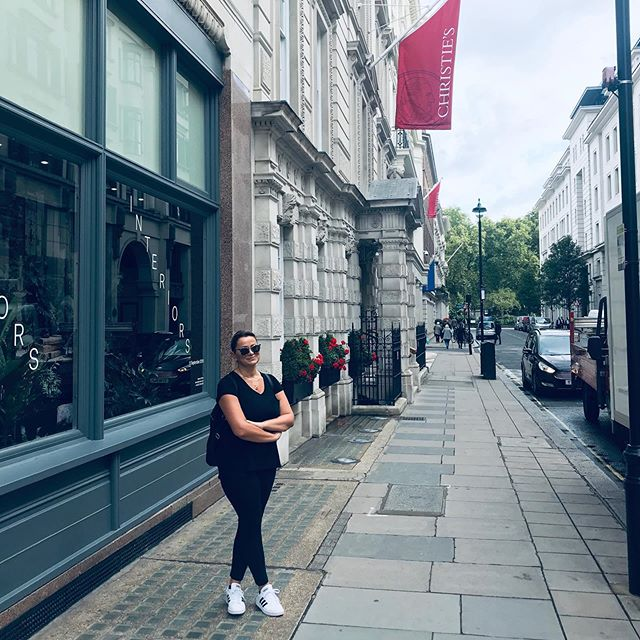 Christie's London. That's where my interest in interior decor started. I worked there fir a bit in the Furniture department. Three years later I would get my Certification from the New York School of Interior Design. #christieslondon #londontown