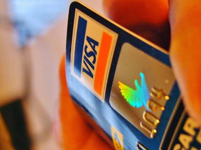 Visa+Card+in+Hand.jpg