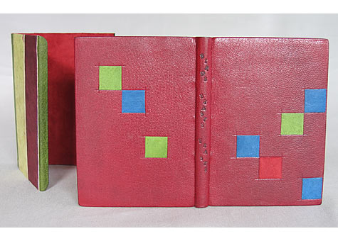 Binder: Coleen Curry, Enid Marx, Some Birds and Beasts and Their Feasts, Incline Press, Oldham, GB, 1997. Full leather goatskin binding in the French style; leather doublures and suede fly leaves, silk endbands, titled in soot.