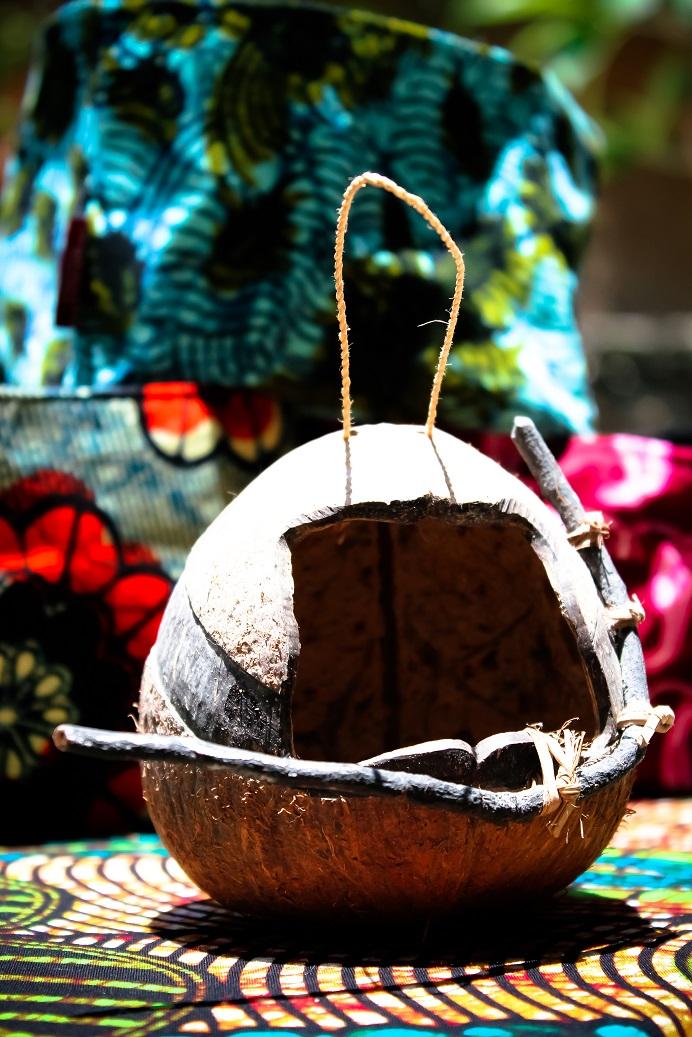 Birds house coconut made Africraft.jpg