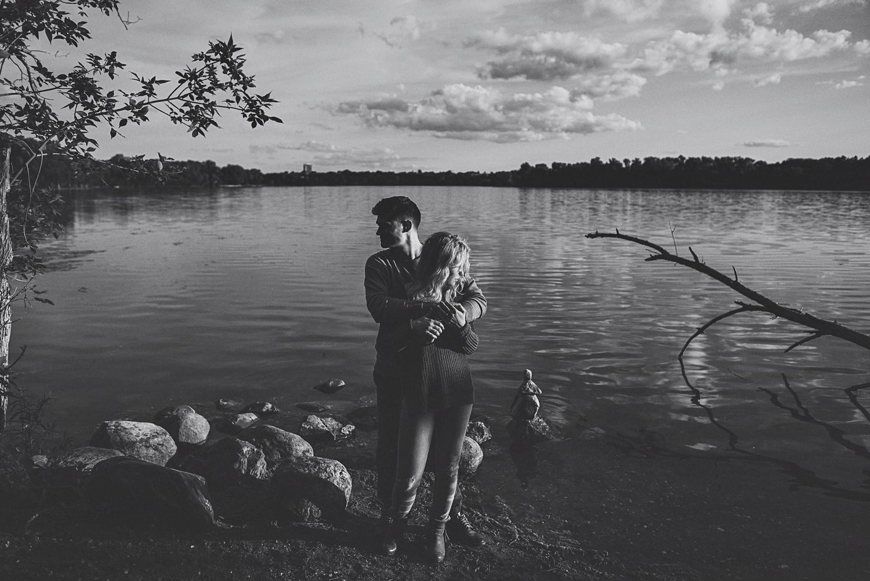 erika_alexa_Minneapolis_cedar_lake_engagement_lucas_botz_photography_0025.jpg