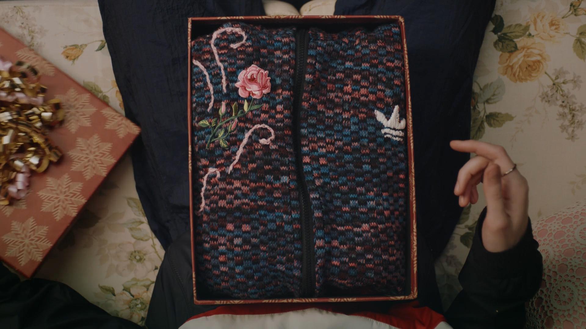 OnePlus - A Knitted Suprise.00_00_07_08.Still006.jpg