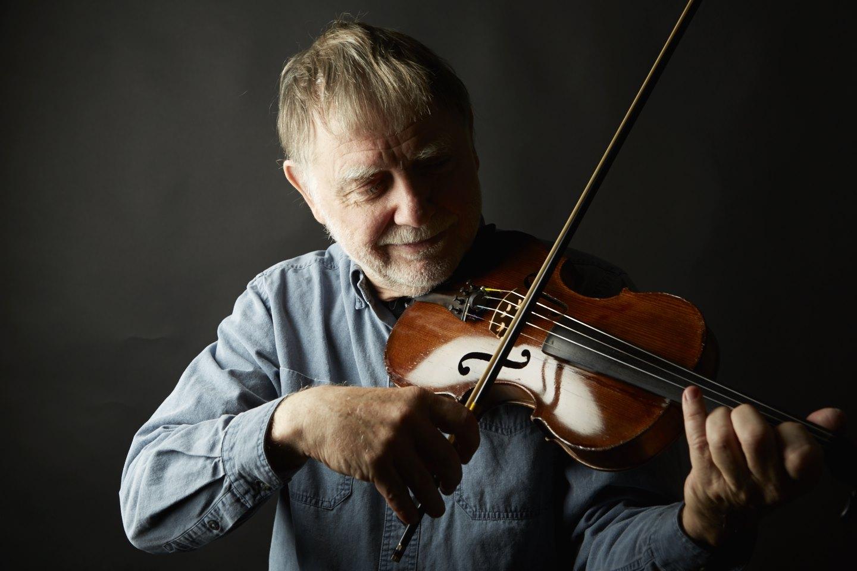 Richard with FASOLT Violin.jpg
