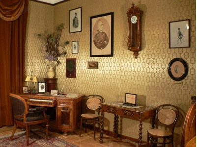 Liszt writing desk corner.jpg