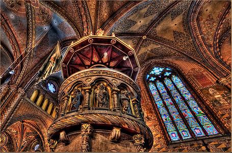 Matthias interior arches gold.jpg
