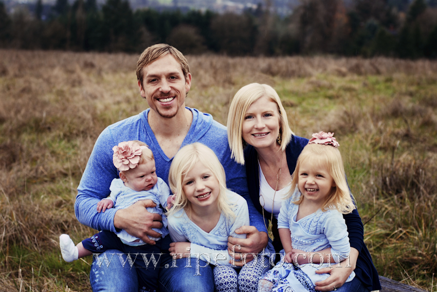 Portrait of family in field by Ripe Photography of Portland, Oregon.