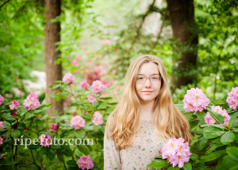 Senior portrait of teen girl in Ashland, Oregon by senior portrait photographers at Ripe Photography.