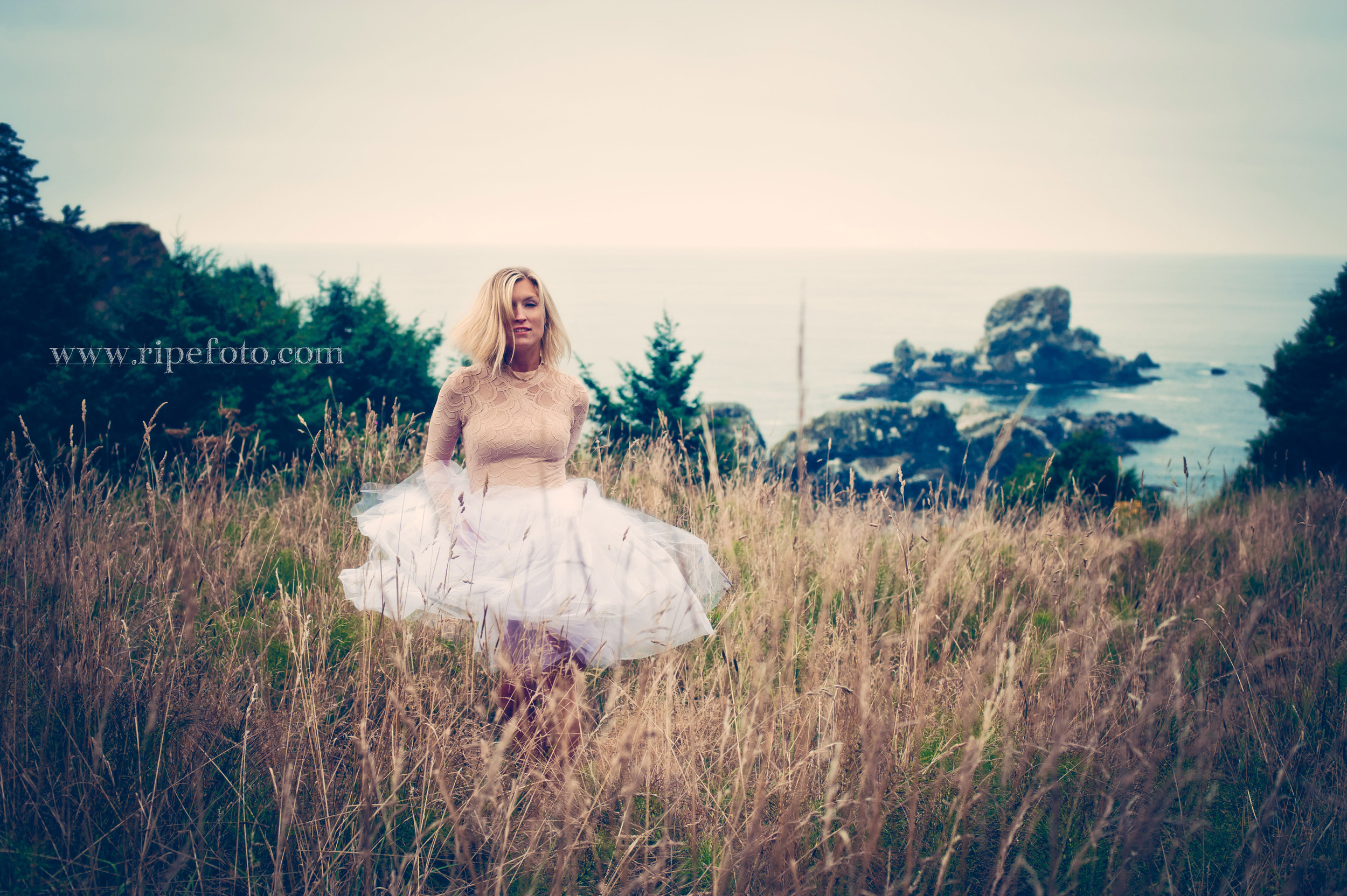 Portrait of woman at Ecola State Park Lookout onto the Pacific Ocean by portrait photographer Ripe Photography of Portland, Oregon.