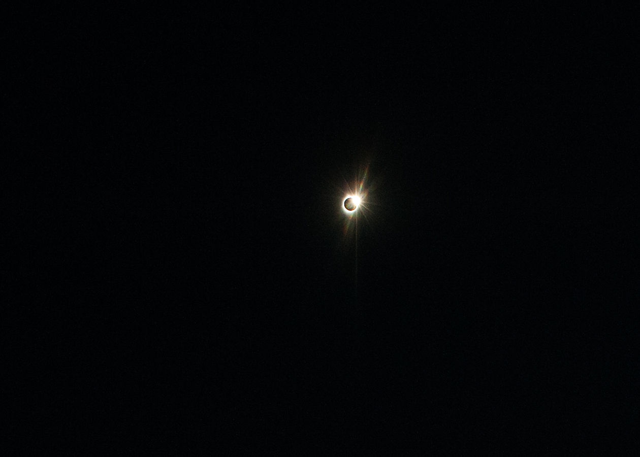 Cropped in version of the diamond ring.