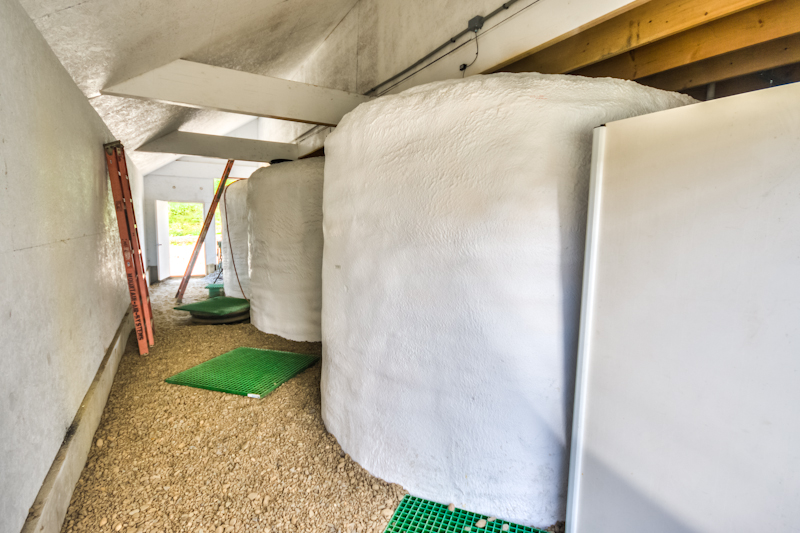 The liquid manure pressings collect in Anaerobic Digestion tanks with whey and wash water from the creamery. These are warmed by the heat exchanger and cultured for maximum biogas production.