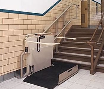 Incline lifts for straight or curved stairwells