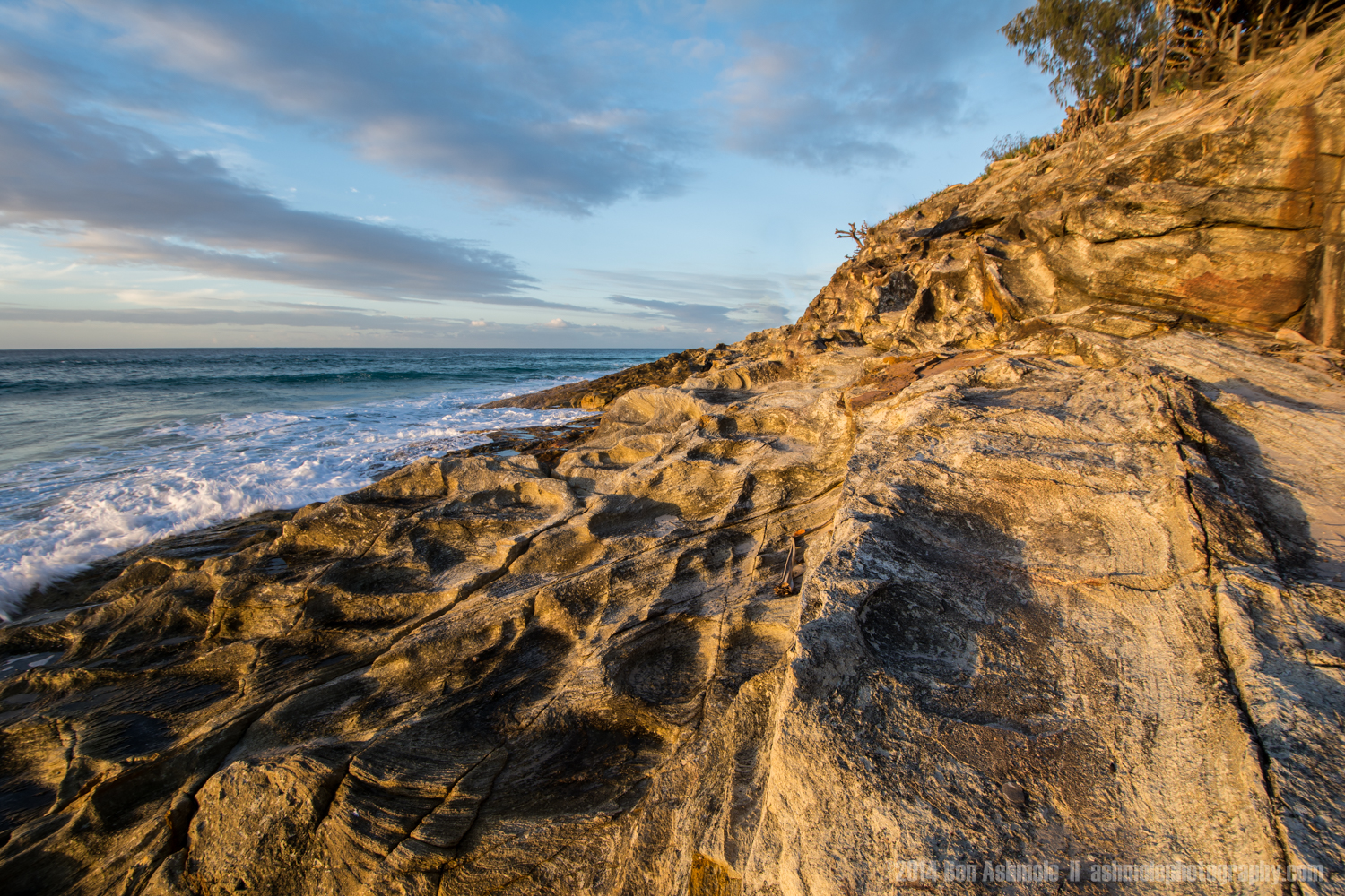 Gold Painted Coast, Cylinder Beach, North Stradbroke Island, Que