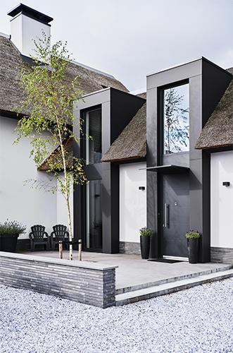 NOMAA haringbuys aerdenhout n201 zandvoorterweg gezina van der molenlaan stijlvol wonen modern landelijk strak riet stuc wit zwart architect zelfbouw kavel_1.jpg