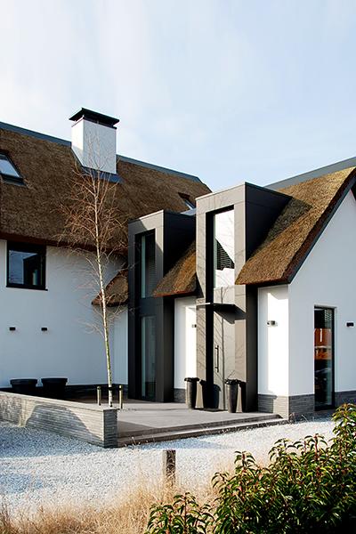 NOMAA haringbuys aerdenhout n201 zandvoorterweg gezina van der molenlaan stijlvol wonen excellent modern landelijk strak dakkapel erker voordeur architect zelfbouw kavel rieten dak luxe villa 5.jpg