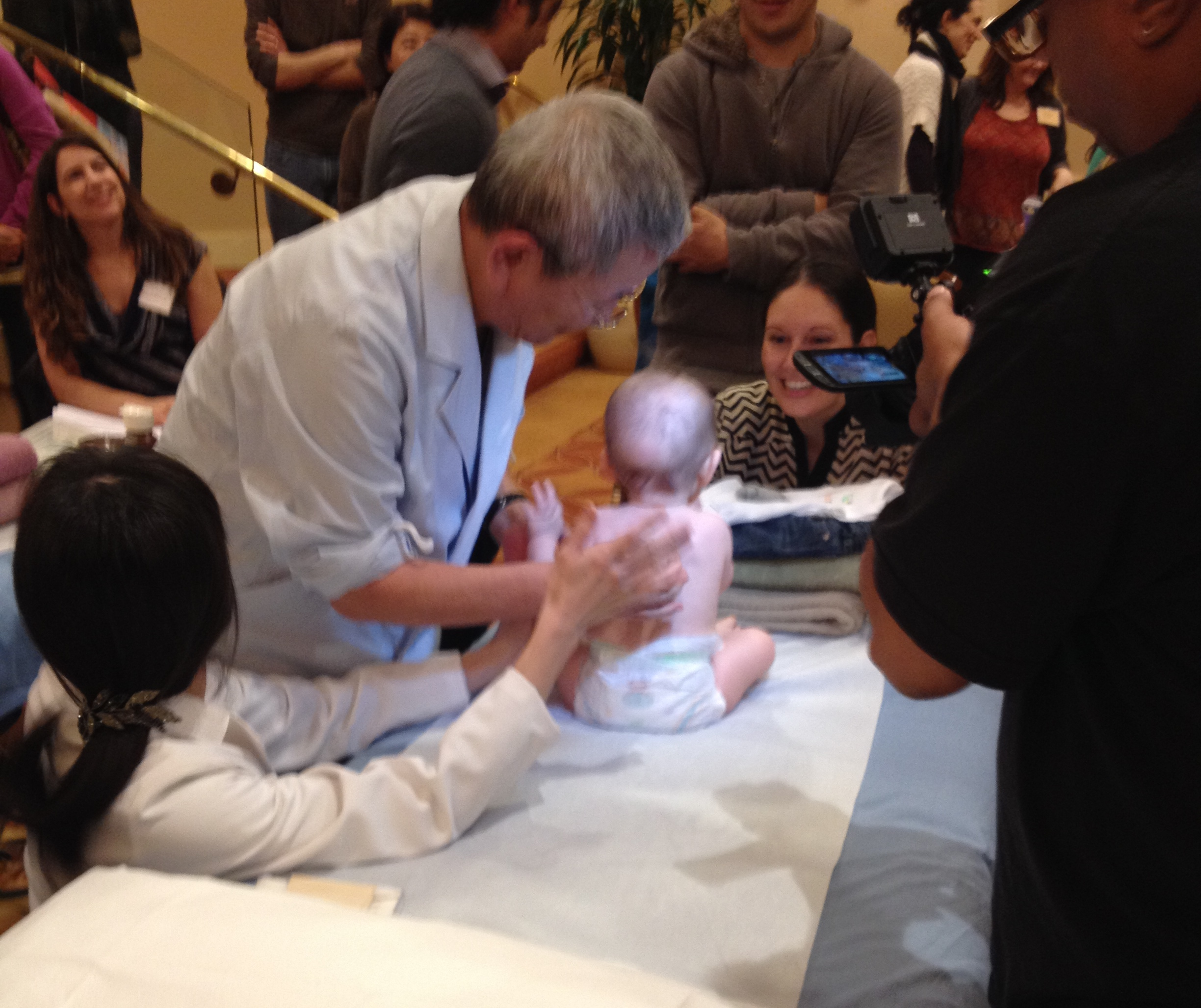 Ikeda Sensei treating a pediatric patient.  We happen to get two pediatric patients during our seminar.  What a treat!