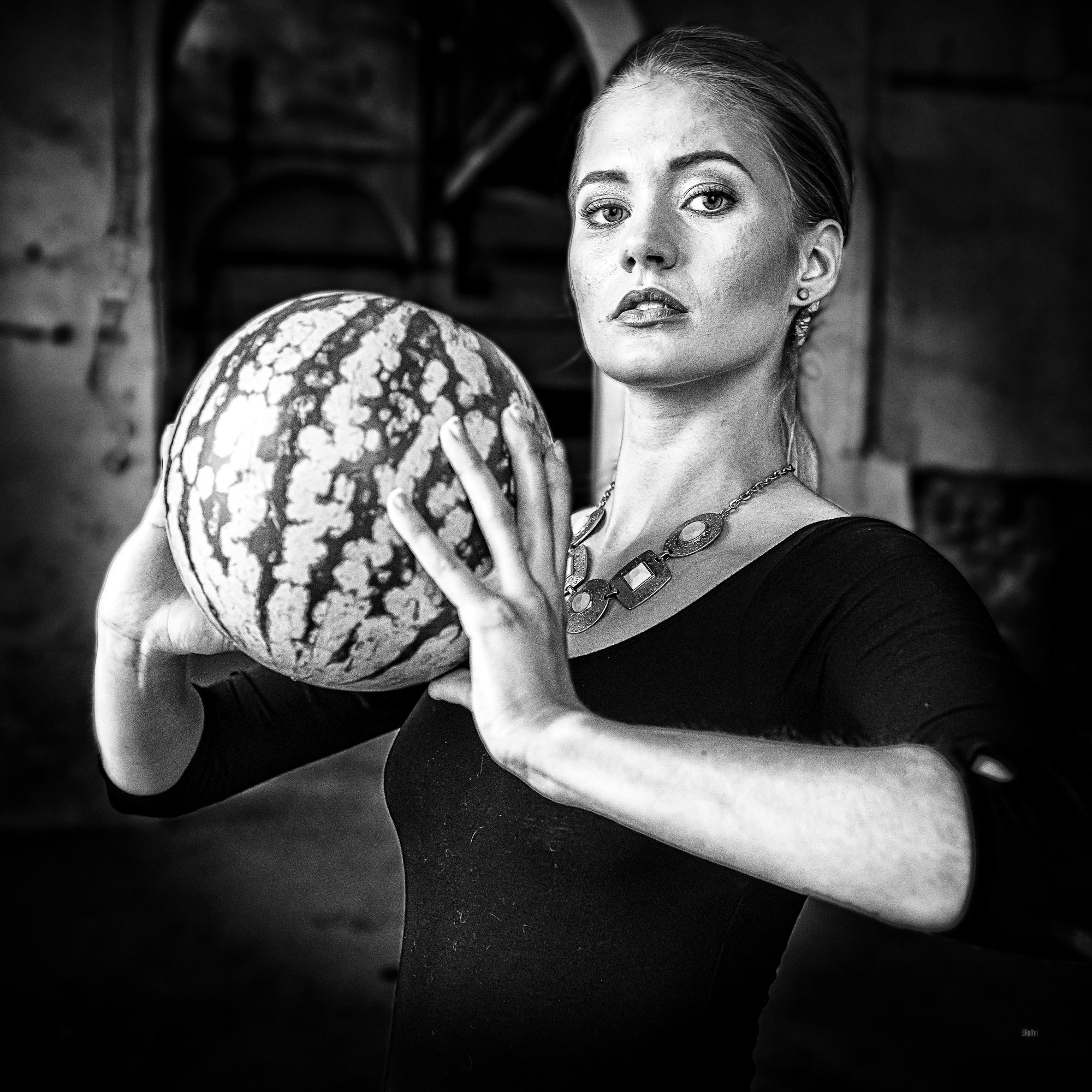 Lichtwert_Best-of_RasRotter_ Patricia opfert die heilige Melone 4824_sw_....jpg