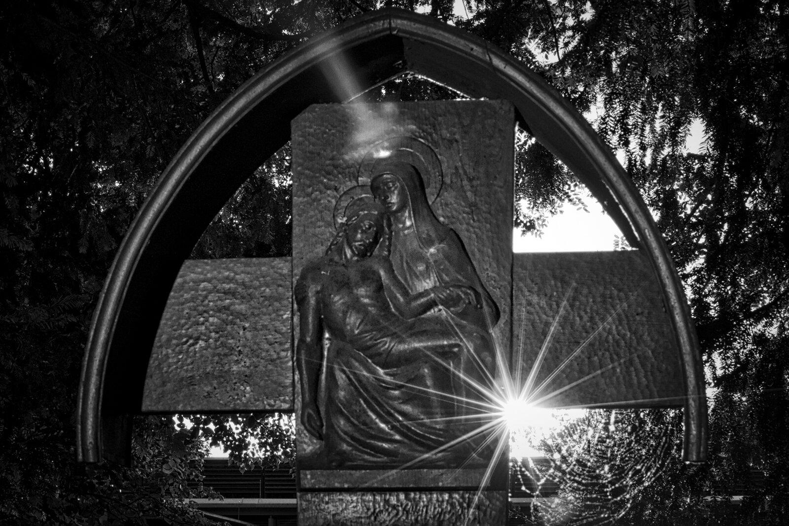 02__D7C0470_2014_06Fridehof-Edit-2____Friedhof-KA.jpg
