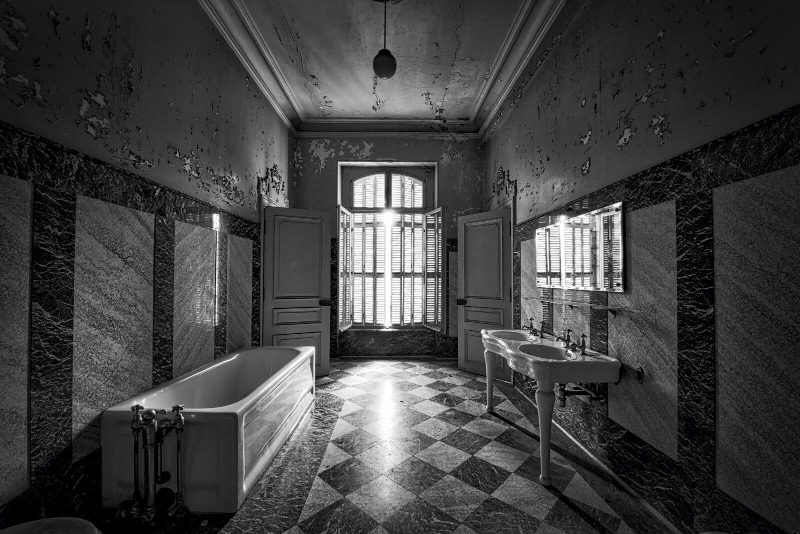 18_PRINT_03_D7C0584_2014_08_Chateau_Lumiere-Edit-Edit-Edit____Lost-USA-D.jpg