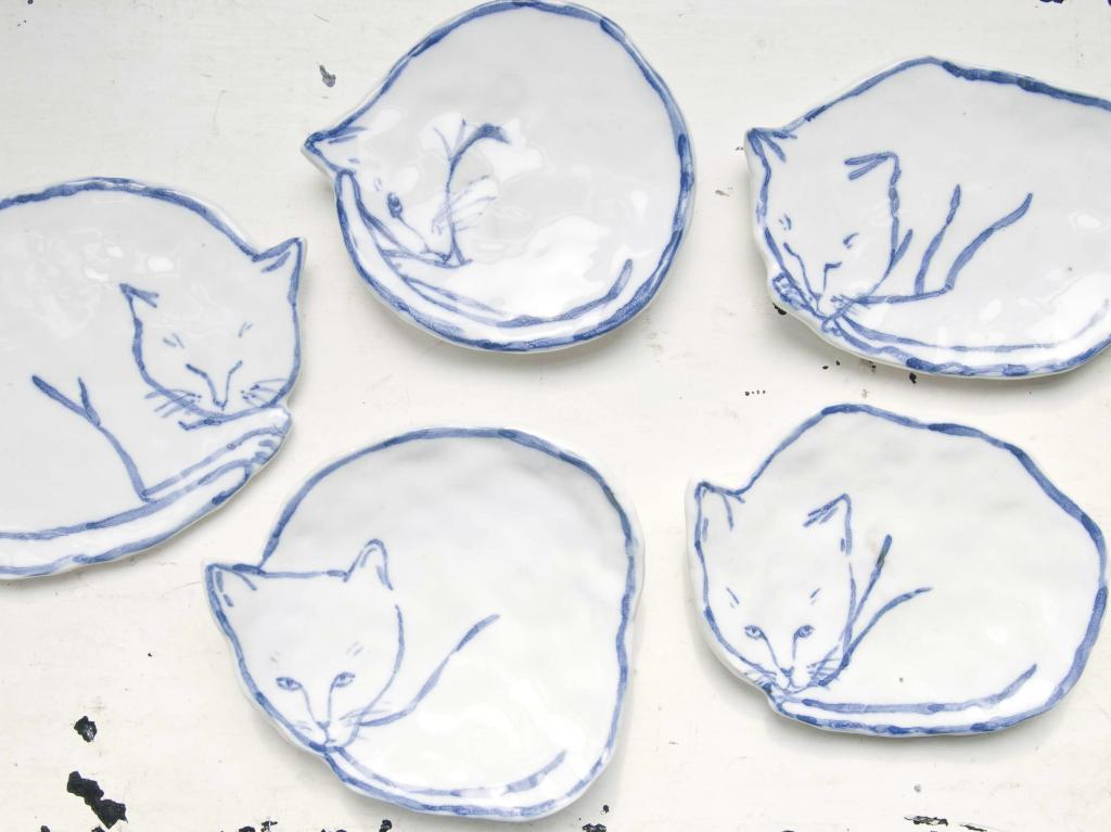 Cat Dishes / Leah Goren