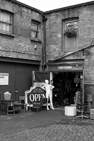 London Antique Shop - Second Floor Flat