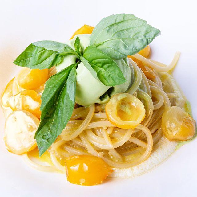 Tasteful and simple 🤩🙌🏽 Homemade spaghetti by the Fino kitchen team, lead by chef Gennaro Santoro @hotelaurorameran . . . #moltoFino #Aurora #food #foodporn #restaurant #lifeinthecity #instafood #bestfood #lecker #enjoy #happy #hotel #holiday #trip #journey #altoadige #südtirol #meran #merano #ristorante #dinner #lunch #local #southtyrol #organic #italy @love_merano @visitsouthtyrol photo @tedeschi_andrea74