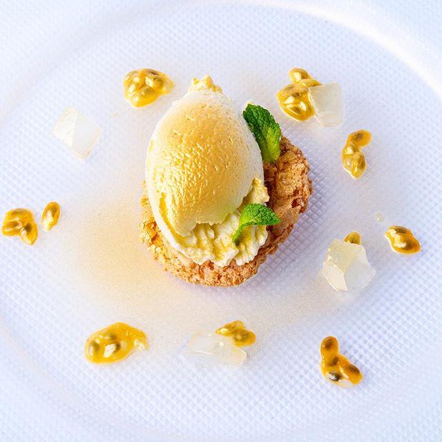Mousse of native olive oil evo on almond amarettino with passion fruit, candied lemon and a golden touch 😍😍 by chef Gennaro Santoro and team . . . #moltoFino #Aurora #food #foodporn #restaurant #lifeinthecity #instafood #bestfood #lecker #enjoy #happy #hotel #holiday #trip #journey #altoadige #südtirol #meran #merano #ristorante #dinner #lunch #local #southtyrol #organic #italy #oliodoliva #extravergine @love_merano @hotelaurorameran @visitsouthtyrol